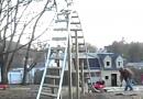 Vater baut seiner Tochter eine Achterbahn im Garten