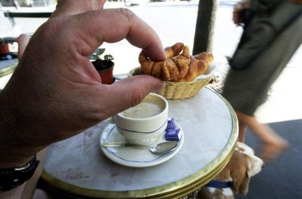 Croissant, Paris, Frankreich, Hand, Kaffee