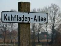 Straßenschild, kuhfladen-allee, allee, schild