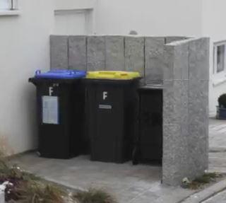 Mülltonnenverkleidung aus beton, mülltonnen, verkleidung, betonwand