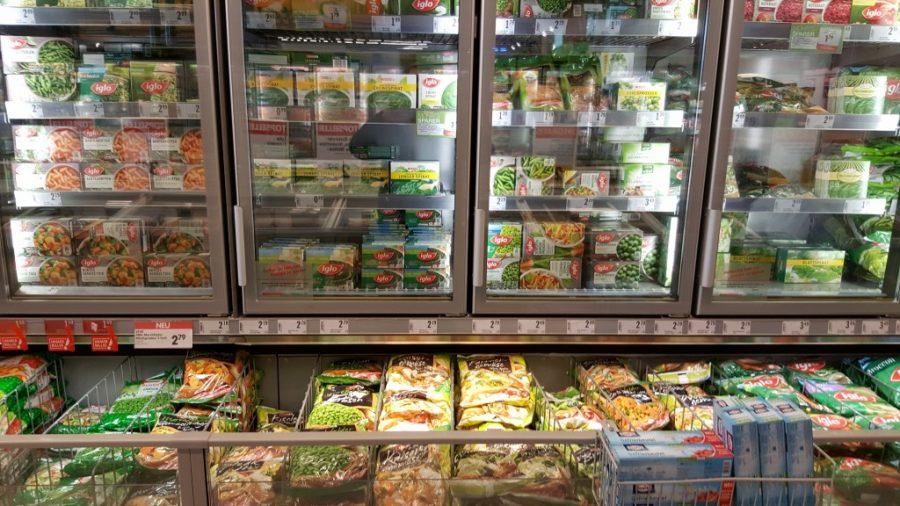 Gefrorenes Tiefkühl-Gemüse im Supermarkt