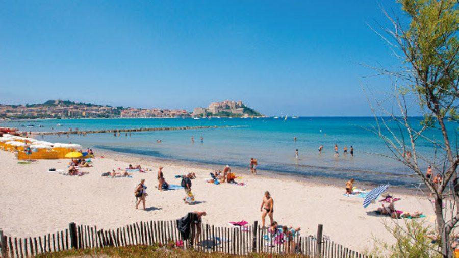 Strand von Calvi auf Korsika